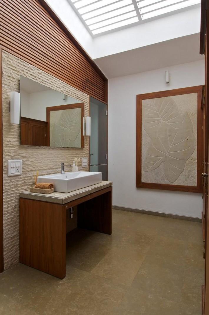 łazienka z oknem w dachu  Inspiracje wnętrza  Pinhouse