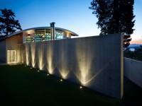 podświetlany betonowy płot