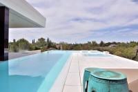 taras z basenem