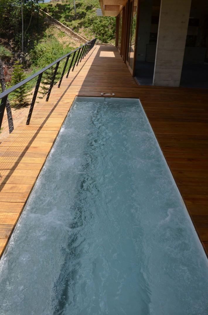 mały basen na tarasie