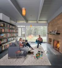 domowa biblioteka z kominkiem