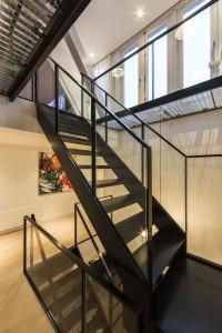 schody szklana poręcz pełna