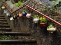 DIY dekoracja ze starych dzbanuszków