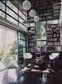 nowoczesna przeszklona domowa biblioteka