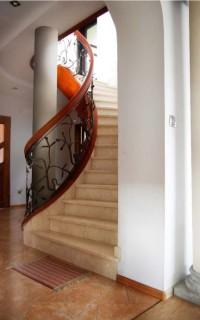 Nowoczesne i ekskluzywne schody drewniane