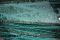 Zielona mozaika z otoczaków – otoczaki na siatce