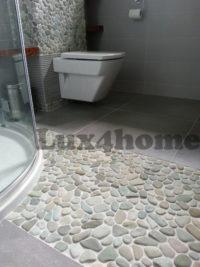 Mozaika kamienna z otoczaków w łazience – otoczaki