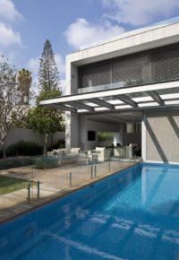 taras z basenem nowoczesny styl
