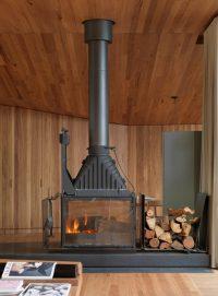 kominek, drewno we wnętrzu