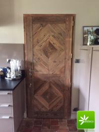 Drzwi ze starego drewna.