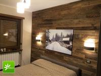 Stare drewno na ścianie.