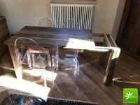 Stół ze starego drewna rozkładany.