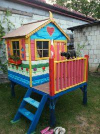 Bajecznie kolorowy domek dla dzieci