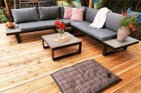 Metalowe meble ogrodowe z drewnianym wykończeniem