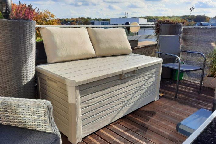 Skrzynia balkonowa jako wygodne siedzisko