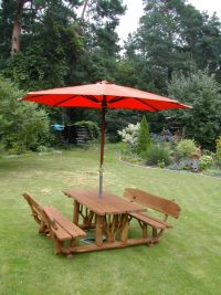 Stół piknikowy z parasolem ogrodowym