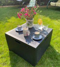 Kwadratowy stolik kawowy ze schowkiem