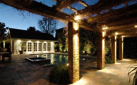 O wietlenie ogrodu wn trza inspiracje for Iluminacion para patios exteriores