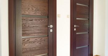 Drewniane czy aluminiowe – jakie drzwi wybrać?