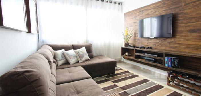 Jak układać panele ścienne w salonie?